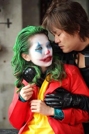 波多野結衣拍AV「cos小丑」激戰男優! 綠髮紅西裝樓梯跳舞…神還原被狂讚