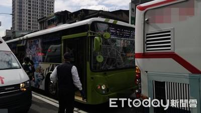 即/北市重慶北路二段「3公車推撞」