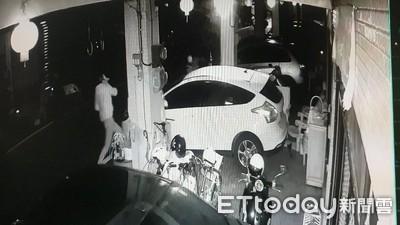 車停家門前騎樓...白衣男磚頭猛砸前擋