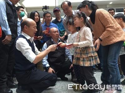 韓國瑜下午再發紅包 喊出「高雄發大財」
