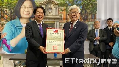 賴清德台南英德競選總部受頒當選證書