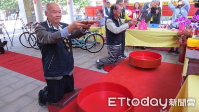 台南北門三寮灣東隆宮春節舉擲筊PK賽