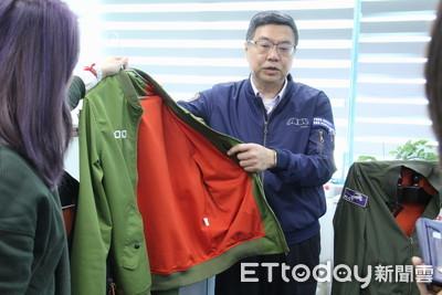 勝選版飛行夾克年後開賣 吳怡農當試穿模特兒
