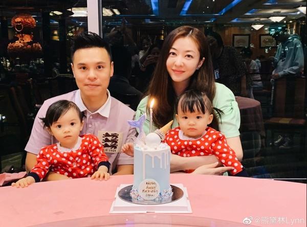 ▲熊黛林育有一對雙胞胎女兒。(圖/翻攝熊黛林微博)