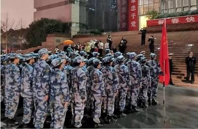 解放軍450醫護飛武漢 空軍立書請戰