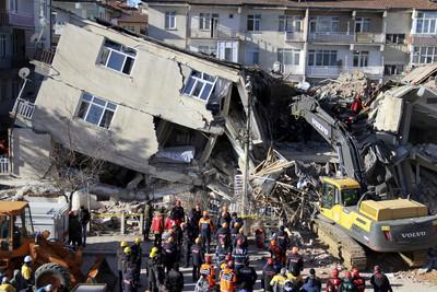 土耳其東部6.8強震 增至21死逾千人受傷