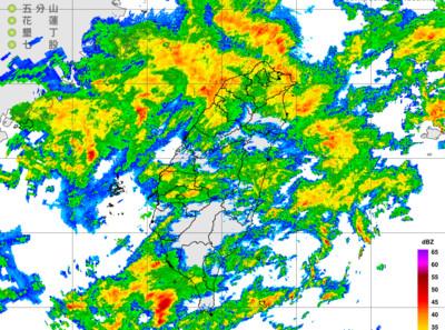 快訊/鋒面對流移入「2縣市大雨特報」全台雨 越晚越冷