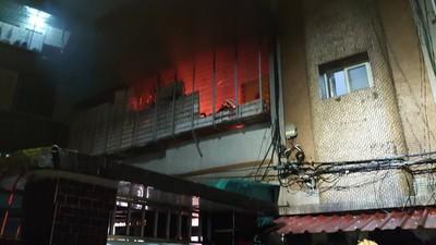 凌晨客廳起火 一度傳出2人受困