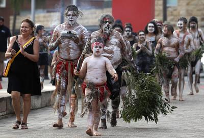 澳洲國慶=殖民時代 千人示威抗議