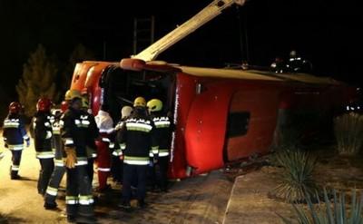 伊朗旅遊巴士突翻覆 釀9死18重傷