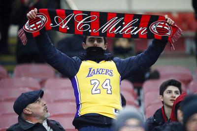 AC米蘭「傳奇不死」致敬Kobe