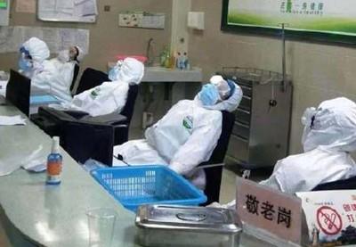 陸一線醫護帶尿布上班 睡姿照瘋傳