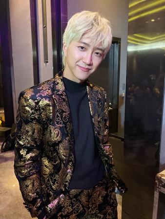 ▲江宏傑染金髮2個星期又換新顏色。(圖/翻攝自臉書/江宏傑 Chiang Hung-Chieh)
