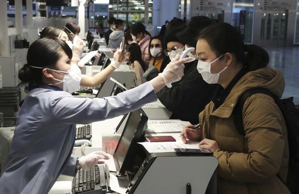 病患移動恐怖擴散!日本2/14起1人中鏢「全機禁入境」 網崩潰:日本快爆了!