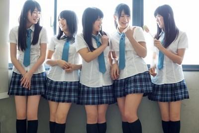 只有女學生的高中:拜託來個男同學吧