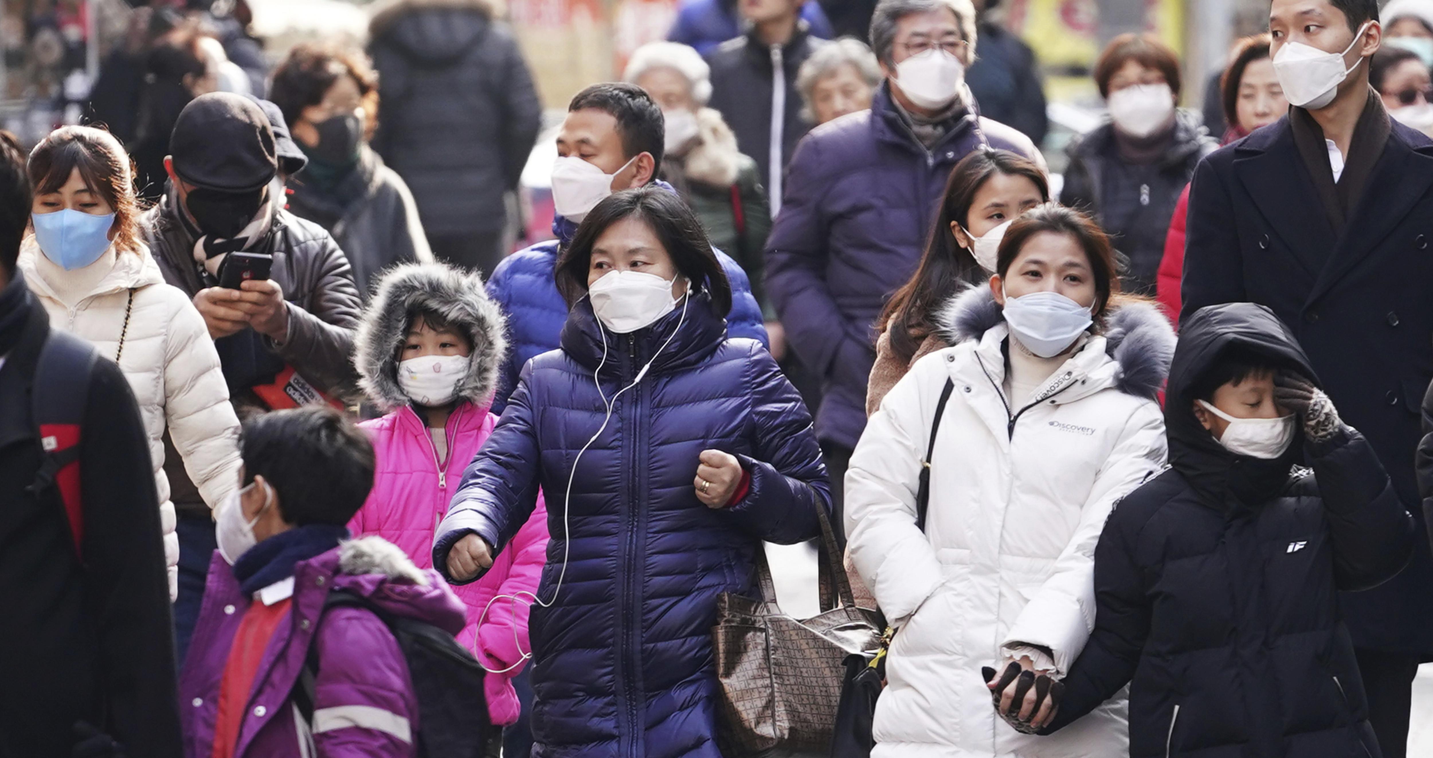 ▲▼武漢肺炎/南韓民眾上街都戴上口罩。(圖/達志影像/美聯社)