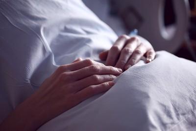 不施予延長生命的治療!日本特別「尊嚴死」 讓病患順其自然死亡