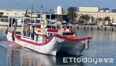 漁船出海作業擦撞翻覆海巡救援