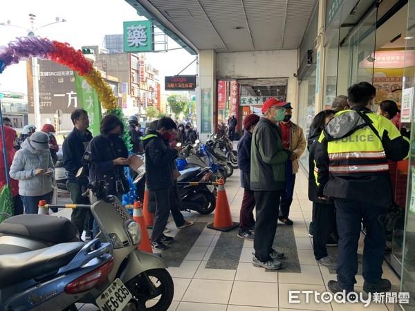 台灣最狂「運鈔車」三重趴趴走 網替郵差捏冷汗:會不會被搶?