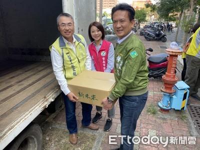 林俊憲媒合會計師公會捐贈白米獻愛心