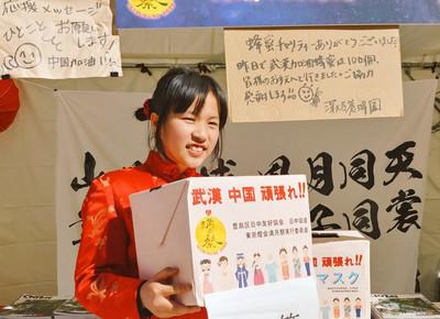 日本女孩連續12hrs「鞠躬90度」為武漢募捐