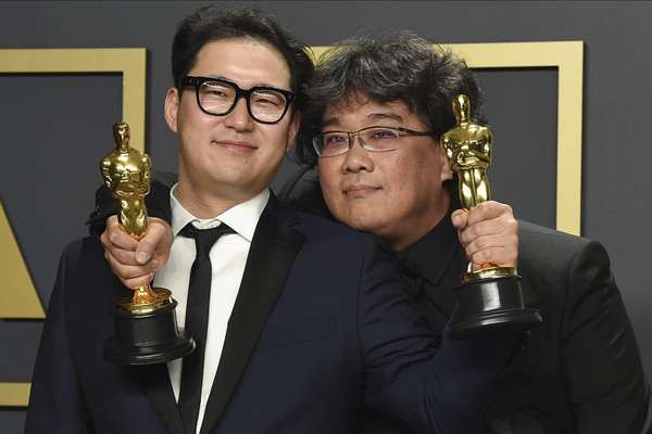 「寄生上流」橫掃各國際大獎 網:奉俊昊超越李安了?
