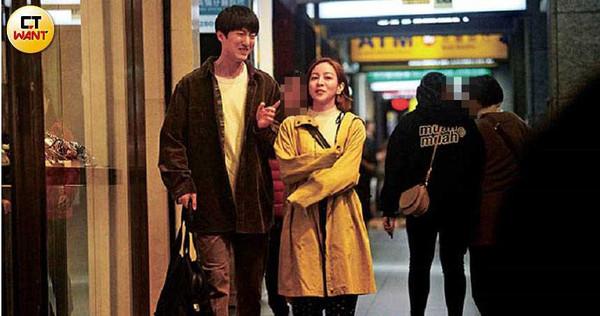 梁凱莉與邱昊奇下午在華山文創園區看電影,晚上漫步忠孝東路,一路上愈聊愈來勁。 (圖/本刊攝影組)