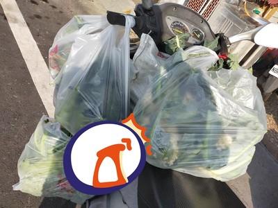 母女把菜認成垃圾 送菜哥:失敗的教育