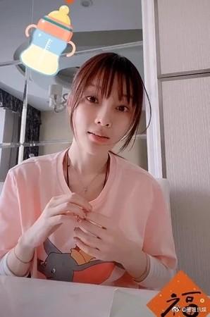 ▲李小璐拍影片被發現瘦了。(圖/翻攝自微博)