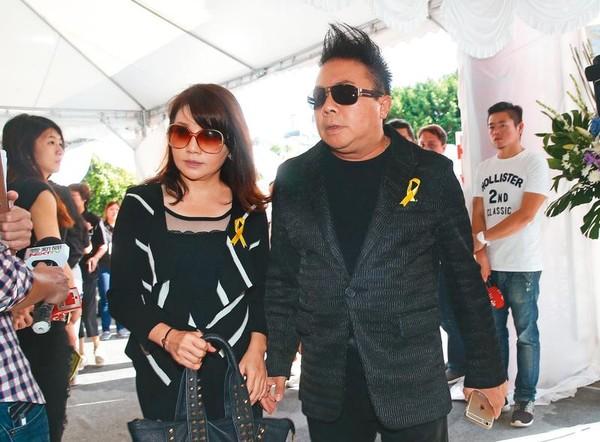 董至成(右)跟太太羅若云(左)結婚21年,兩人育有1子。如今傳出羅若云主動向董至成提出離婚。(東方IC)