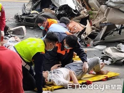 貨車秒變壓土機 輾過4車釀8傷