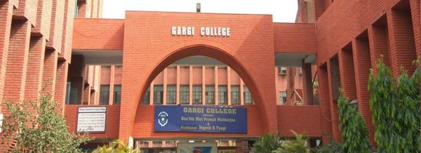 千人「集體翻牆」進校園性侵女大生 印度警察冷眼旁觀引憤怒
