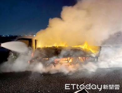 台61快速路「整車洗手液燒光」 駕駛驚魂