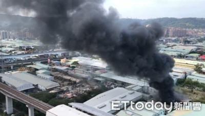 即/新莊副都心板漆工廠起火 濃煙竄天