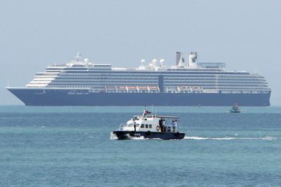 威士特丹號2200人「受測全部陰性」開始下船