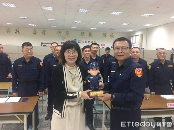 久鑫科技愛與關懷 捐贈白河警分局AED保障生命健康 | ETtoday新