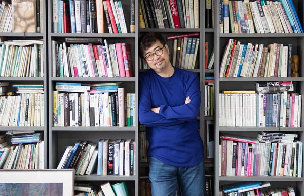 神巧合!韓作家出書談病毒威脅 中文版上市後「武漢封城」