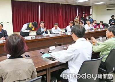 陳其邁推「健保卡整合出入境資訊」:向防疫英雄致敬!
