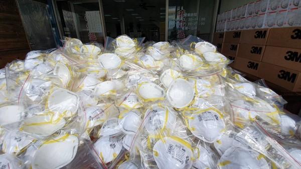▲彰化餐廳業者免費送出5千個口罩。(圖/彰化踢爆網)