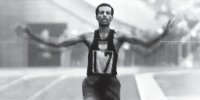 鞋不合腳「赤腳跑奧運全馬」摘冠!傳奇跑者動完手術再創紀錄 卻敗給車禍