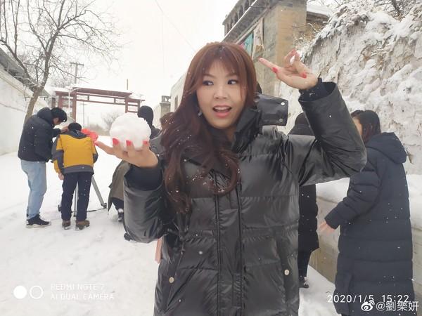 ▲劉樂妍抱怨回台要被隔離14天,「不想在台灣待這麼久」。(圖/翻攝自微博/劉樂妍)