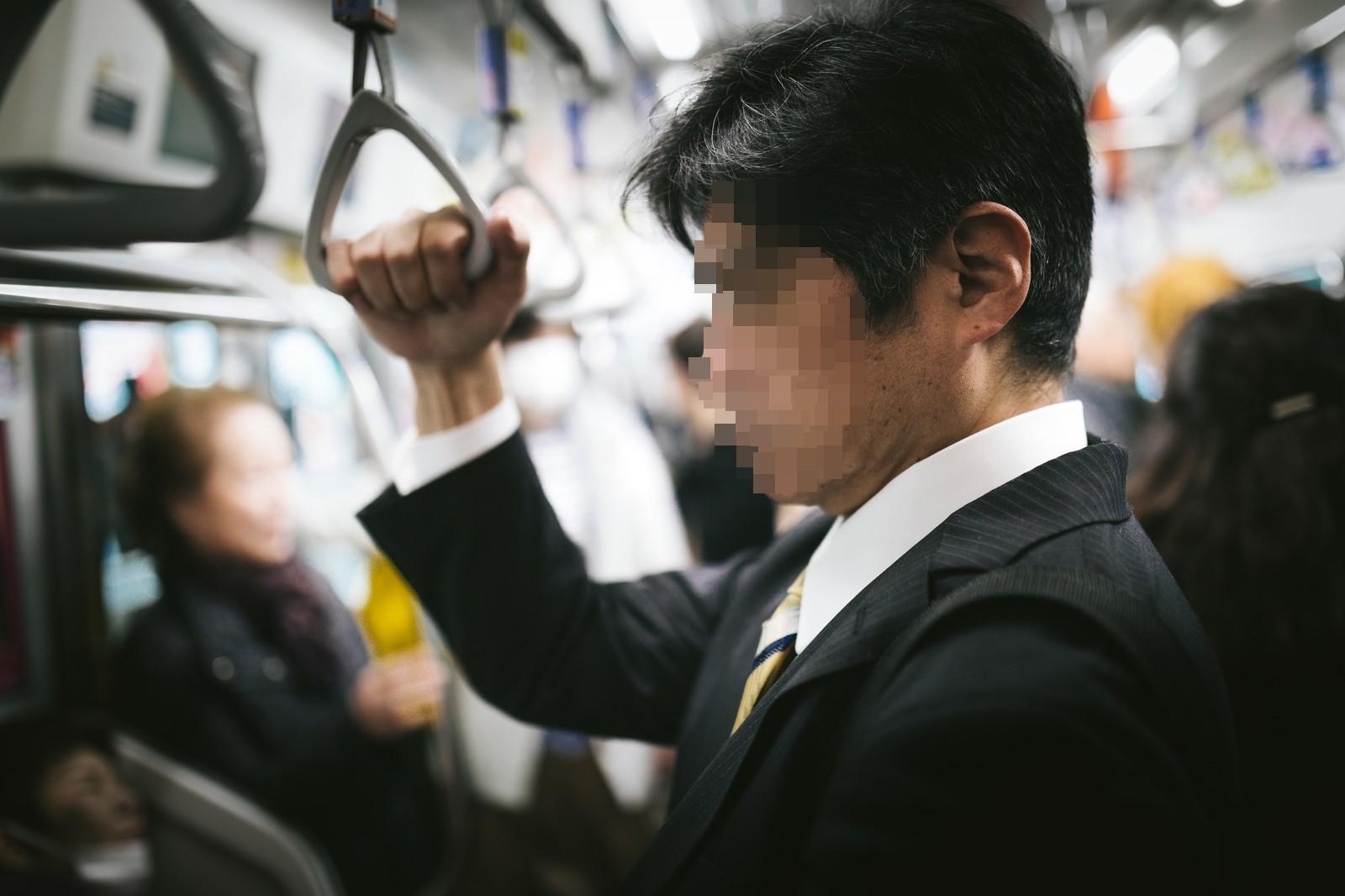 ▲▼男子被控用性器頂撞女乘客臀部(示意圖,非當事人/取自Pakutaso)