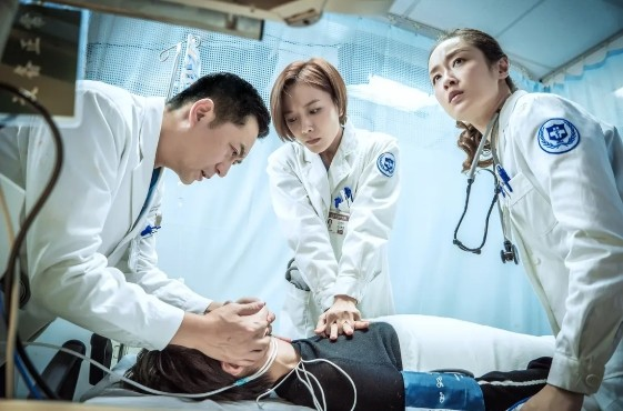 ▲2017年陸劇《急診科醫生》。(圖/翻攝豆瓣網)