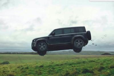 新一代Land Rover Defender有多硬?飛躍跳台、全車翻滾樣樣來