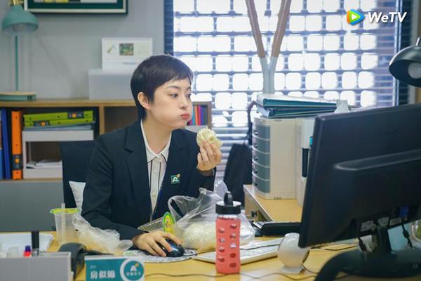 ▲孫儷新戲《安家》飾演業務逆天的房仲。(圖/WeTV提供)