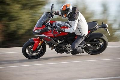 BMW多功能重機「F900XR」試乘報告!長距離移動舒適安全又快速