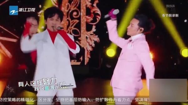 ▲▼蘇有朋、陳志朋合體演唱。(圖/翻攝自微博)