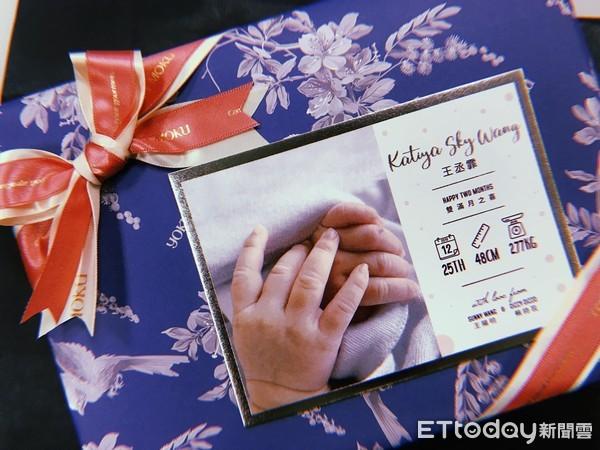 ▲▼王陽明女兒王丞霏雙滿月禮盒。(圖/記者李玟儀攝)
