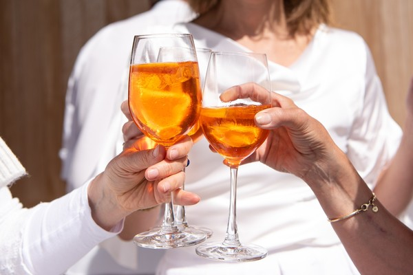 飲酒沒有安全量!研究:提高罹癌、失智風險 酒後臉紅更危險 | ETtod