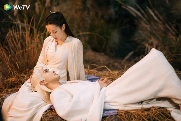 ▲高偉光在《三生三世枕上書》與迪麗熱巴上演窒息之吻。(圖/WeTV提供)